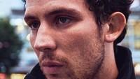 <p>Saat ini, Josh O'Connor sudah masuk dalam jajaran aktor berbakat di Hollywood. Sayangnya, aktor 30 tahun ini dikabarkan akan hengkang dari <em>The Crown</em>. Gimana nih pendapat Bunda?(Foto: Instagram @joshographee)</p>