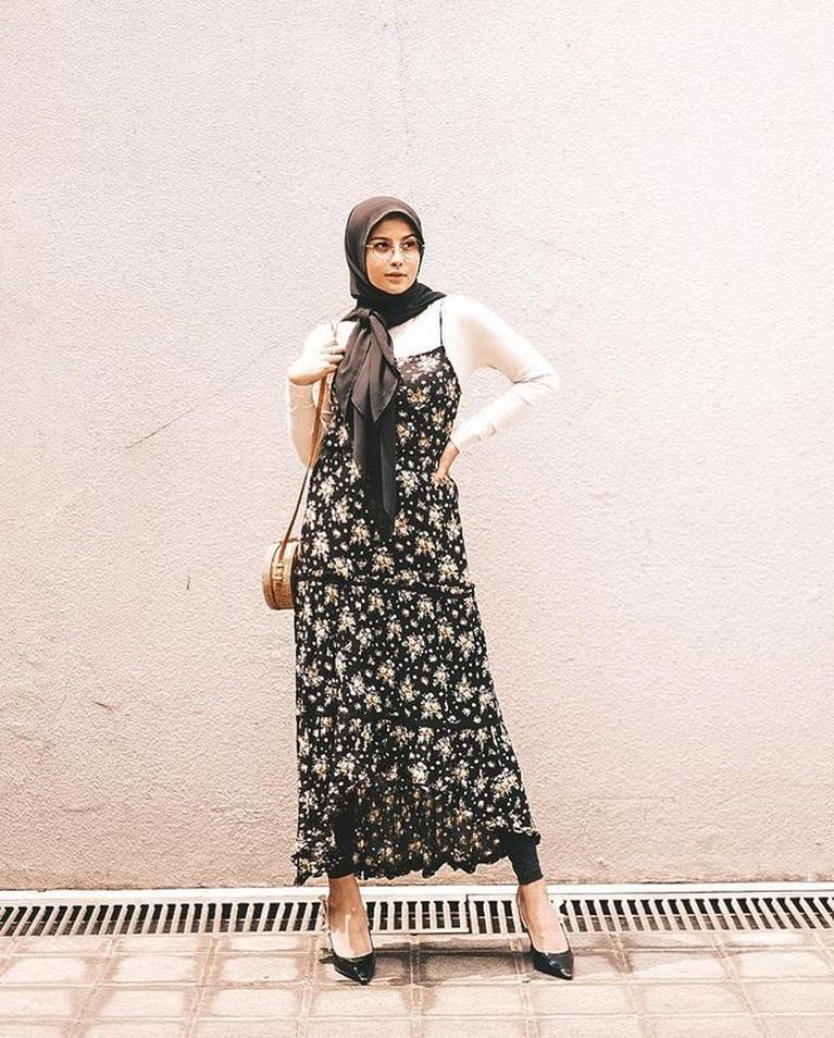 Selebgram Awkarin mengunggah OOTD nya menggunakan hijab selama bulan ramadhan di akun Instagramnya. Yuk kita intip bagaimana OOTD ala awkarin selama Ramadhan ini!