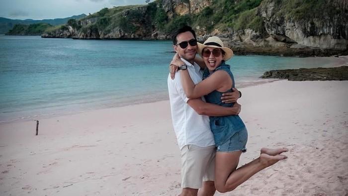 Tips Hubungan Langgeng Donna Agensia dan Darius Sinathrya