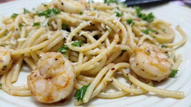 Resep praktis berbuka spaghetti aglio olio ini merupakan sajian pasta paling mudah, cocok untuk Anda yang ingin makan berat namun tidak terlalu kenyang.