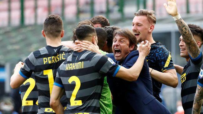 Inter Milan resmi juara Liga Italia musim ini setelah Atalanta ditahan imbang Sassuolo 1-1 di Stadion Mapei pada pekan ke-34, Minggu (2/5).