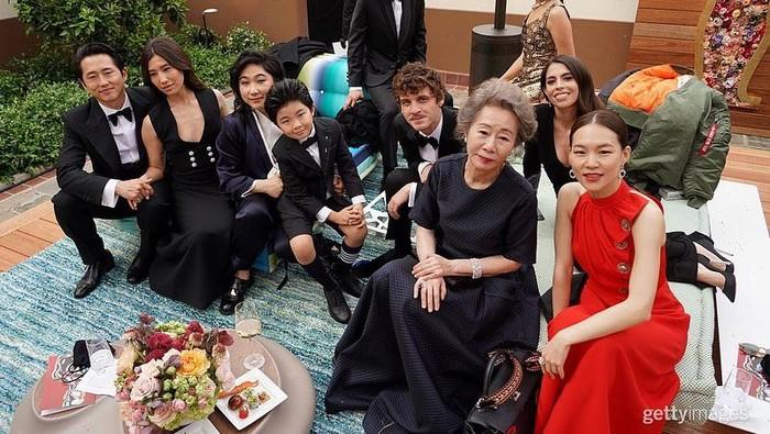 Intip Gaya Busana Bintang Film 'Minari' di Red Carpet Piala Oscars