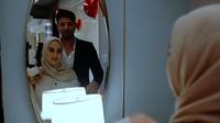 <p>Sebagai penutup, Ammar Zoni membawa Irish Bella ke tempat baru, Bunda. Di sana, ibu satu anak itu mendapatkan hadiah ketiganya, yakni kalung berlian seharga hampir Rp 400 juta. (Foto: YouTube: Aish TV)</p>