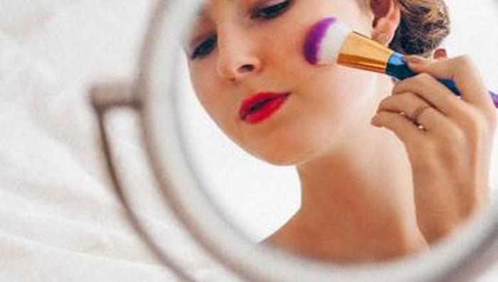 Jangan Sampai Salah Langkah! Ini Cara Membersihkan Make Up yang Baik dan Benar