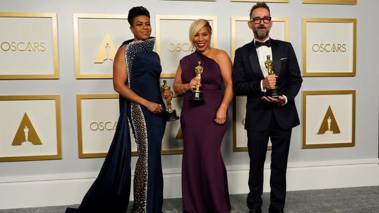 Potret Kemenangan Para Artis di Oscar 2021
