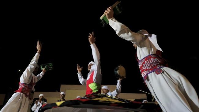 Mengintip geliat Tanoura, kali pertama diperkenalkan tokoh sufi Jalaludin Rumi dan dikembangkan juga di Mesir.
