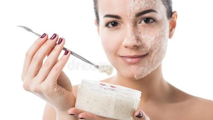 Ini Dia Fungsi dari Face Scrub Wajah yang Punya Segudang Manfaat
