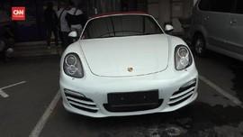 VIDEO: Polisi Sanksi Tilang Pengemudi Porsche Rp500 Ribu