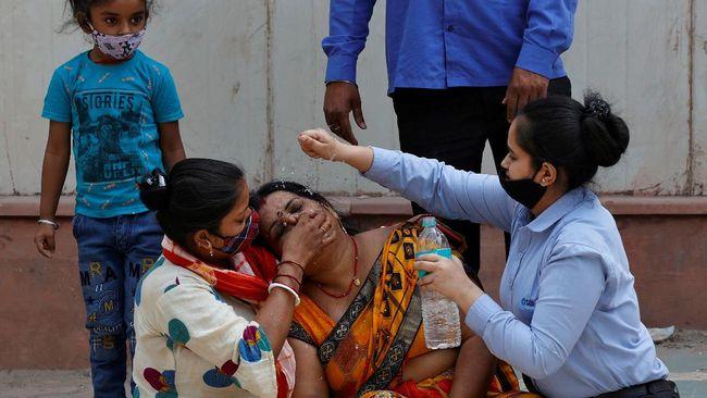 Kasus infeksi covid-19 di India kembali pecah rekor hingga tembus 362.727 dalam 24 jam terakhir pada Kamis (13/5).