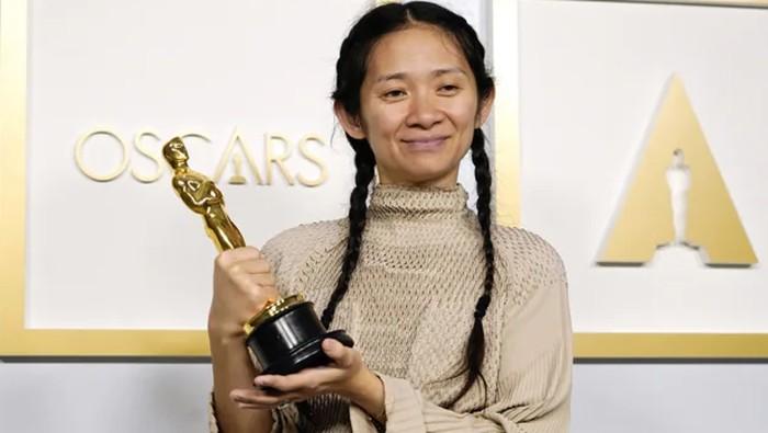 5 Fakta Menarik Chloe Zhao, Sutradara Pemenang Oscar 2021