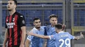 FOTO: Dijungkalkan Lazio, Milan Terlempar dari Empat Besar