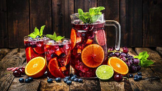Sajikan minuman yang segar untuk keluarga di Hari Raya Idul Fitri. Berikut kumpulan resep koktail buah, minuman sajian Lebaran.
