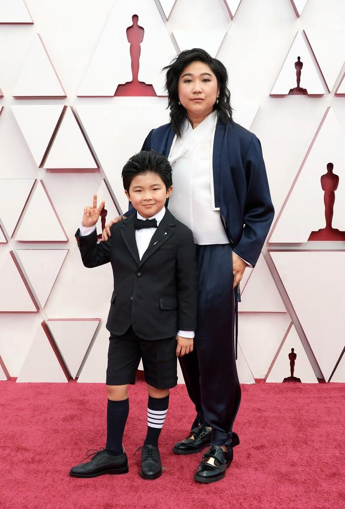 Alan dan Vicky Kim dengan matching suit dari Thom Browne. Foto: vogue.com