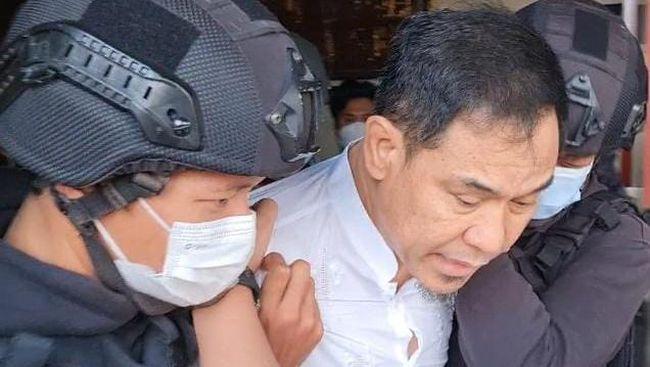 Amnesty International menilai ada unsur pelanggaran HAM dari cara kepolisian menangkap Munarman. Selain Amnesty sejumlah pihak memprotes penangkapan Munarman.