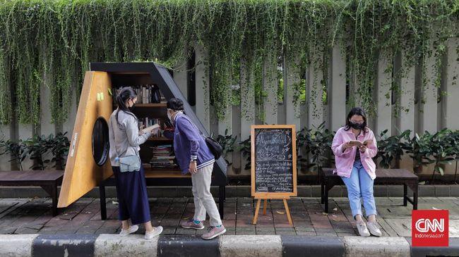 Saat ini warga Jakarta dan sekitarnya bisa menikmati keteduhan Taman Lembang sembari membaca buku dari perpustakaan mini.