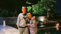 <p>Putri Titian mengatakan memang sengaja menyempatkan foto berduan bareng Junior meskipun tampang mereka sudah lelah dan lecek. Tapi tetap kece ya, Bunda? (Foto: Instagram @putrititian)</p>