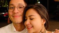 <p>Putri Titian dan Junior Liem menikah pada tahun 2016, Bunda. Pernikahan keduanya bahkan memiliki konsep yang unik dan romantis. (Foto: Instagram: @putrititian)</p>