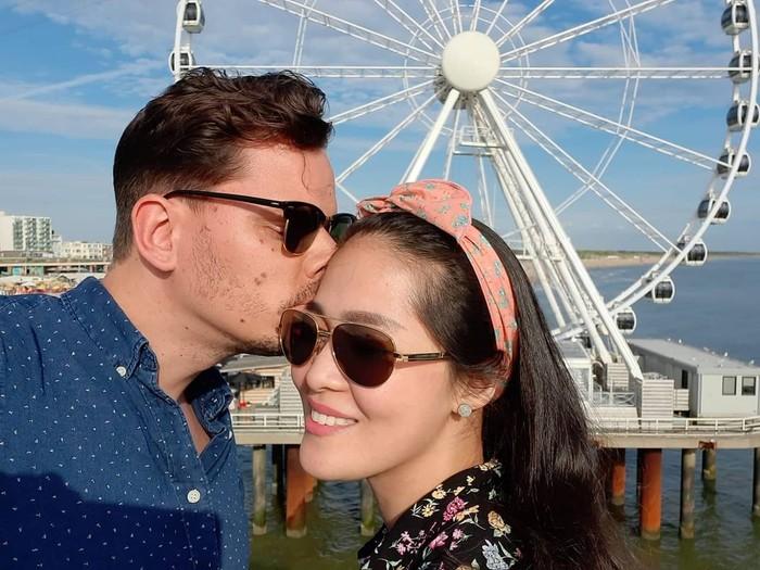 Sebelumnya, Gracia Indri menikah dengan David Noah. Namun sayang, pernikahannya harus berakhir di tengah jalan. Dan kini ia memilih untuk hidup bersama Jefri, bule asal Belanda. (Foto: instagram.com/graciaz14/)