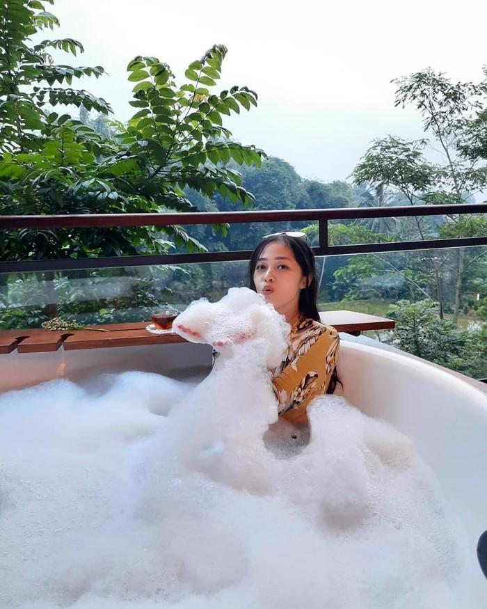 Wanita kelahiran tahun 1990 tersebut mengaku akan tetap berkunjung ke Indonesia, meski sudah menetap di Belanda. Setelah adaptasi dengan kehidupan barunya di Belanda, ia akan akan segera menjumpai ibunya di Jakarta. (Foto: instagram.com/graciaz14/)