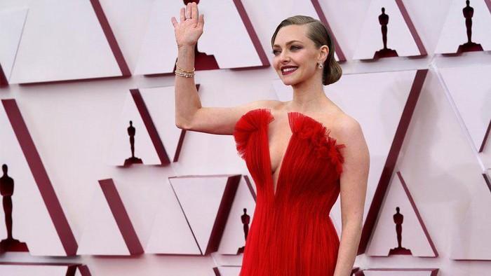 Penampilan Terbaik Tamu Piala Oscars 2021 di Karpet Merah