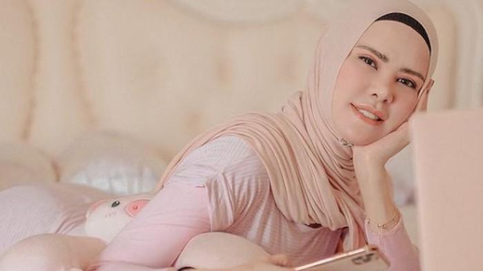 5 Warna Hijab Earth Tone yang Bikin Kulit Glowing Saat Lebaran