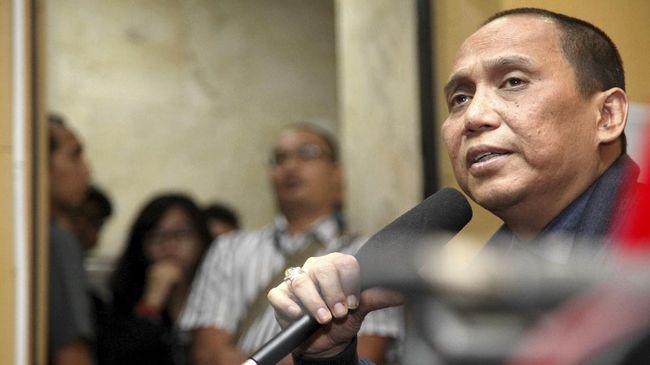 Sebelumnya, Anggota Dewan Pengawas KPK Indriyanto Seno Adji dilaporkan karena diduga melanggar kode etik.