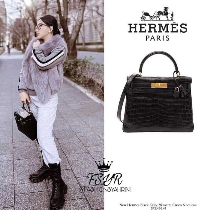 Koleksi brand Hermes berwarna hitam Black Kelly 28 Matte Croco Niloticus GHW yang juga dimiliki oleh Syahrini dibandrol dengan harga Rp. 1 miliar lebih. (Foto: Instagram.com/fashionsyahrini2)