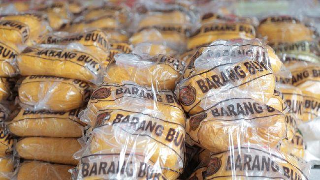 Satuan Reserse Narkoba Polres Metro Jakarta Pusat mengungkap peredaran narkoba jenis sabu seberat 310 kilogram yang diduga berasal dari jaringan Iran.