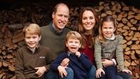<p>Pangeran William dan Kate Middleton kini telah dikarunia 3 orang anak yang diberi nama George Alexander Louis, Charlotte Elizabeth Diana, dan Louis Arthur Charles. Ketiganya tumbuh dengan baik dan sehat, serta tak kalahmenawan seperti kedua orang tua mereka, Bunda.(Foto: Instagram @kensingtonroyal)</p>