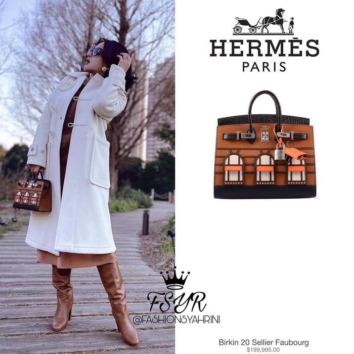 """Syahrini memang salah satu artis Indonesia yang memiliki banyak koleksi tas Hermes. Salah satunya Birkin 20 Fabourg """" yang sedang ditentengnya ini dengan harga Rp. 2,7 miliar lebih. Waw! (Foto: Instagram.com/fashionsyahrini2)"""