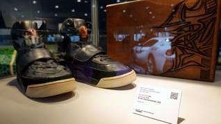 FOTO: Termahal Sejagat, Sneakers Yeezy Kanye West Laku Rp26 M