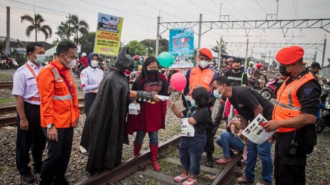 Ramadan tahun ini adalah kali kedua bulan puasa diselimuti situasi pandemi. Meski begitu, masyarakat masih menikmati ngabuburit dalam penyesuaian yang baru.
