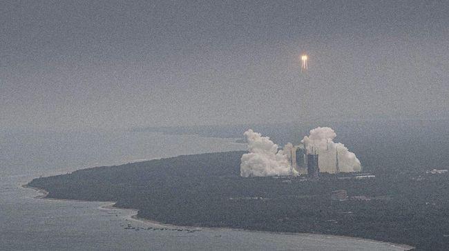 Kronologi roket China Long March 5B Y2 jatuh liar kembali ke Bumi tak terkendali usai antar modul stasiun luar angkasa ke orbit.