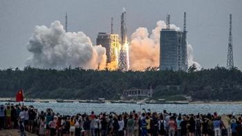 Roket China Diprediksi Jatuh Tak Terkendali ke Bumi Besok