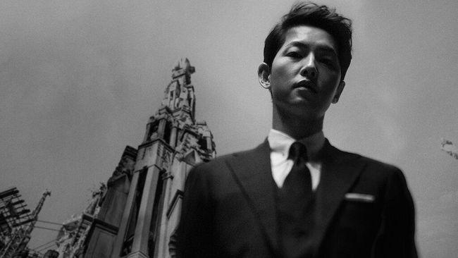 Kim Young-woong mengungkapkan pernah melakukan kesalahan saat syuting Vincenzo karena terpesona dengan Song Joong-ki.