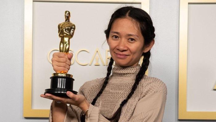 Fakta Chloe Zhao, Sutradara Wanita Asia Pertama Peraih Piala Oscar