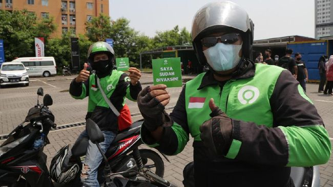 Gojek bekerja sama dengan Pemprov DKI Jakarta dan Halodoc mengadakan kegiatan vaksinasi terbesar dengan menyasar puluhan ribu mitra driver di Jakarta.