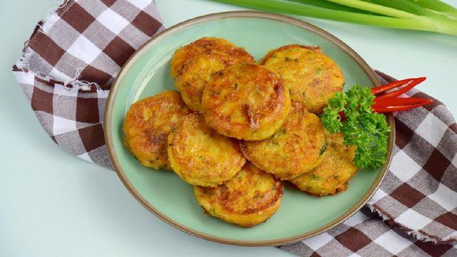 Perkedel tak cuma dibuat dari kentang atau jagung, tapi juga tahu. Perkedel tahu bisa jadi menu praktis untuk sahur Anda.
