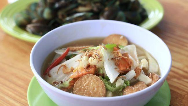 Sapo tahu merupakan campuran tofu dengan sayuran yang segar. Anda bisa mencoba resep praktis berbuka: sapo tahu berikut ini.