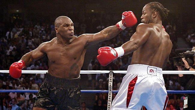 Mike Tyson menyebut dirinya kini memburu duel ekshibisi melawan Lennox Lewis usai gagal negosiasi dengan Evander Holyfield.