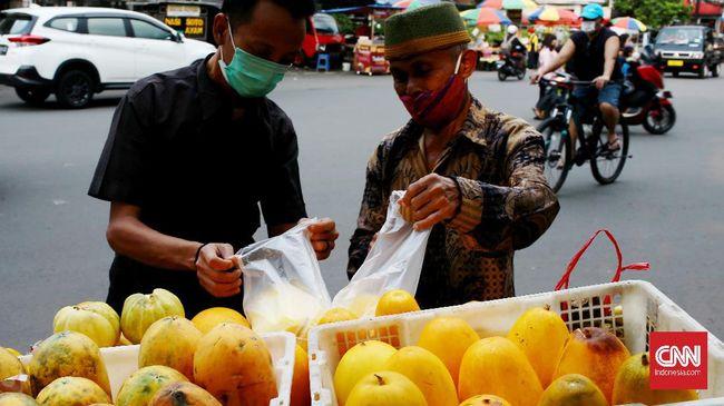 Jadwal berbuka puasa untuk wilayah DKI Jakarta masuk pada pukul 17.49 WIB. Sementara di Kota Bandung, azan magrib akan berkumandang pukul 17.49 WIB.