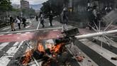 Ribuan penduduk Kolombia berdemo di Ibu Kota Bogota memprotes rancangan undang-undang reformasi pajak.