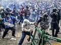 FOTO: Amuk Rakyat Kolombia Tolak RUU Reformasi Pajak