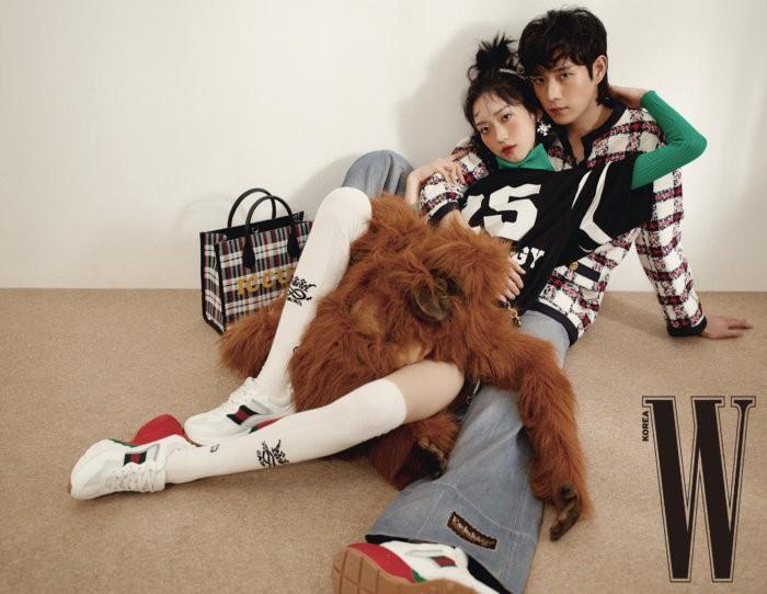 Sama-sama pernah berkarier sebagai model sepasang anak kembar di drama ini tidak canggung dalam hal berpose / foto: wkorea.com