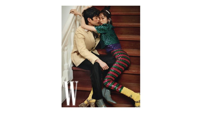 Sstt, katanya banyak fans yang baper sama chemistry mereka berdua gara-gara foto ini, loh! / foto: wkorea.com
