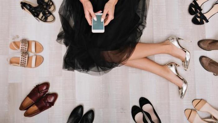 Cara Menentukan Ukuran Sepatu Saat Belanja Online
