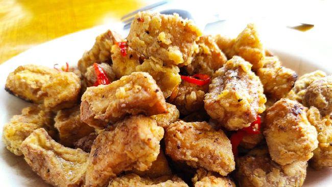Gurih pedas tahu cabai garam akan sangat menggoda di waktu berbuka puasa. Berikut resep praktis tahu cabai garam yang bisa Anda coba.