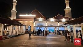 Semalam Bersama Pemburu Lailatul Qadar di Masjid Luar Batang