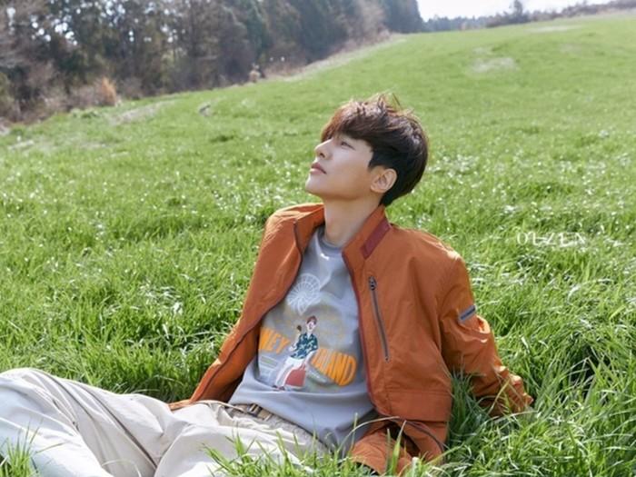Dalam pemotretan ini, Won Bin mengenakan beberapa pakaian dengan style yang berbeda-beda untuk koleksi terbaru pakaian musim panas tahun ini. (Foto: breaknews.com)