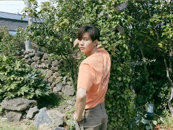 Sudah hampir 11 tahun sejak film 'The Man from Nowhere', para penggemar masih menantikan comeback Won Bin dalam film atau drama lagi. Apakah kamu termasuk salah satu yang menunggu juga? (Foto: Olzen official channel YouTube)